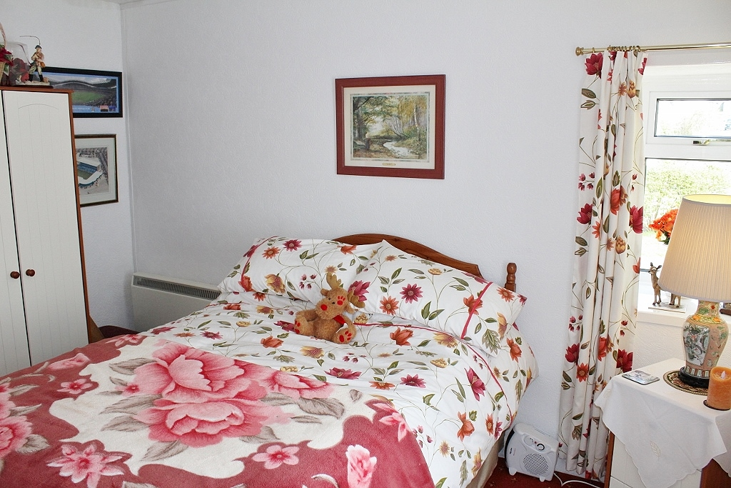 Photograph of Bedroom 1